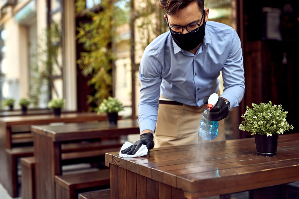 Ghid în curățenie: Cele 6 etape ale redeschiderii afacerii tale